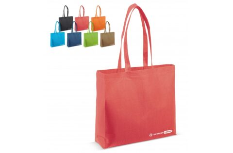 Four recycled post-consumer PET bottles have been used to make this bag. Reduce the plastic waste pile with this sustainable bag. The extra wide gusset makes this bag extra spacious.