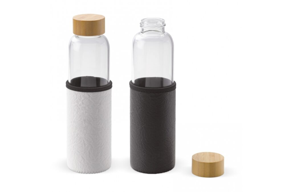 Luxury glass water bottle with wooden lid. The heat resistant sleeve will ensure that you will not burn your hands. Also it keeps cold drinks cool for a longer period. This way you can use this borosilicate glass bottle for both hot and cold drinks and is also suitable for carbonated drinks. Just take it along to the beach, park or to an event.
