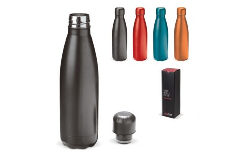 The high-quality stainless steel vacuum insulated bottle provides insulation for cold and hot drinks and is useful for on-the-go. The metallic finish ensures a sporty and robust design. In addition, the cap of the bottle has a rubber edge, making the water bottle leak-proof. The bottle comes in a luxury gift box.