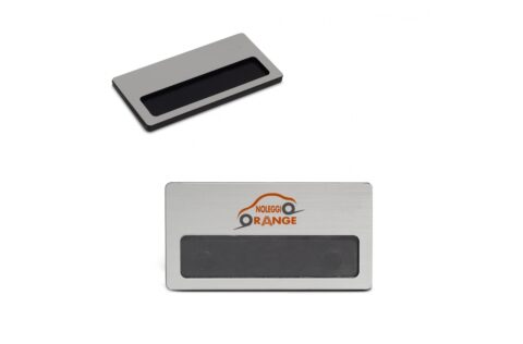 Stylish name tag with metal effect. To re-use it for multiple times, simply slide a tag (165x17mm) into the holder. It comes with a strong magnet so it won't damage clothing.